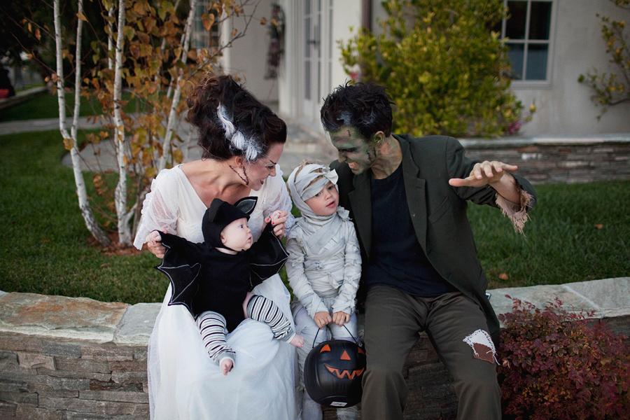 Family dressed as Frankenstein, Bride of Frankenstein, kid mummy and baby bat